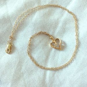 Jewelry - Beautiful gold heart and chain necklace